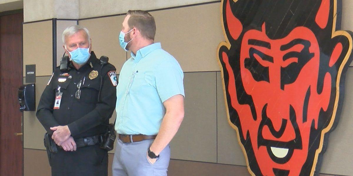 Jefe de policía del Distrito Escolar de Dumas dice adiós dejando atrás el legado de seguridad escolar