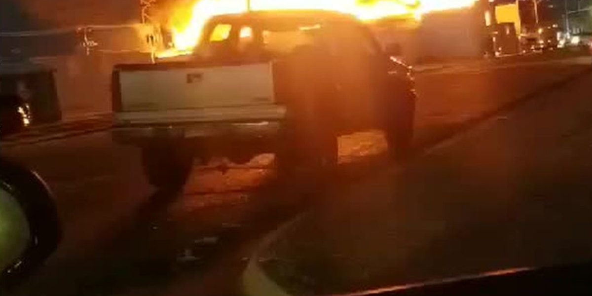 Incendio ocurrido durante la noche destruye teatro Star en Dumas
