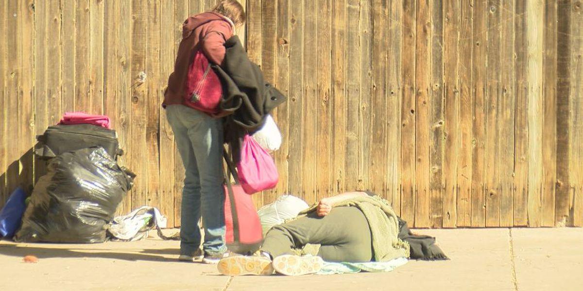 'Fue difícil, fue mental': Organizaciónes para personas sin hogar trabajando en conjunto para ayudar a la población
