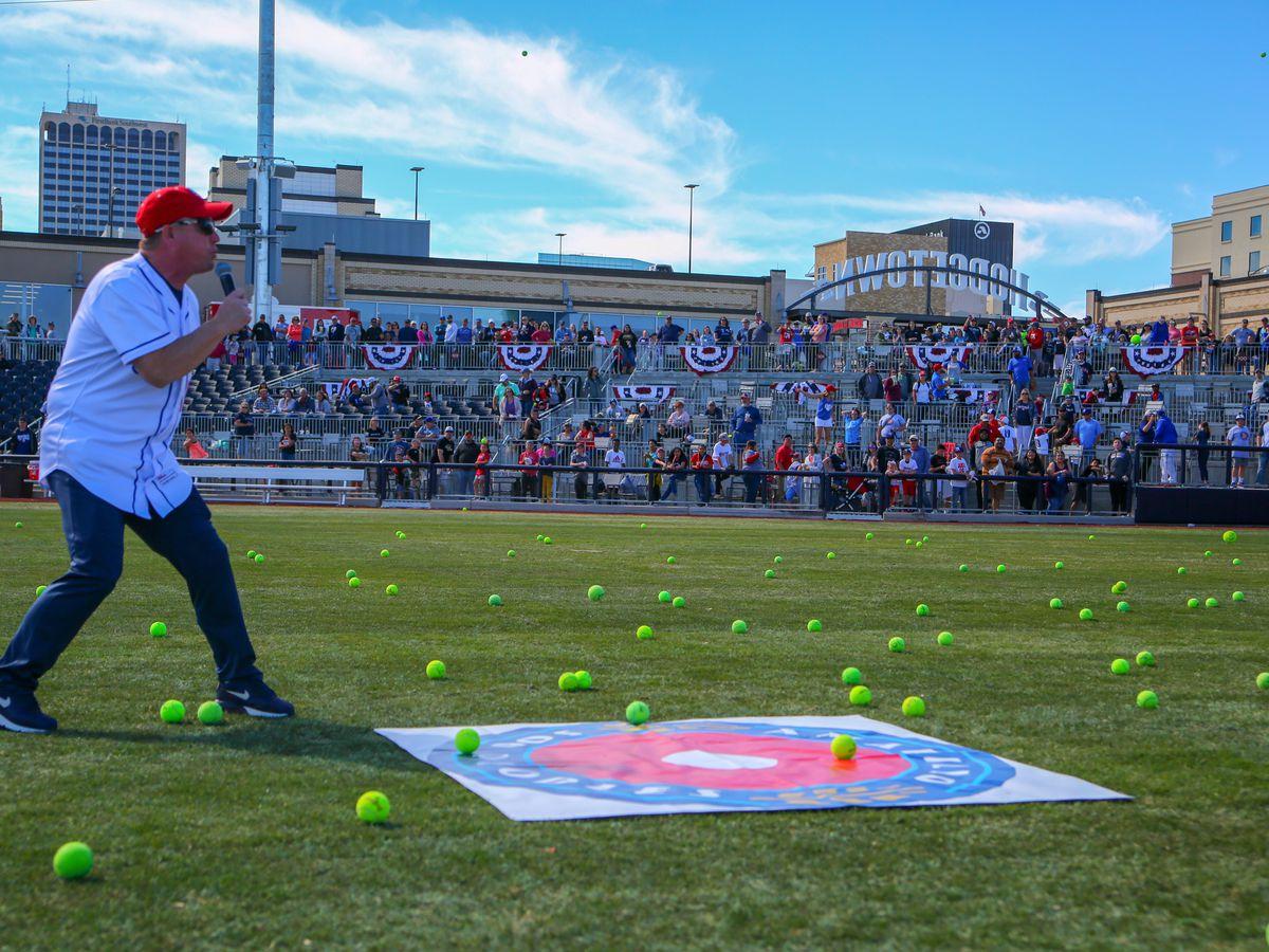 "Sod Poodles de Amarillo lanza programa ""Launch-A-Ball"" para beneficio de organizaciones sin fines de lucro"