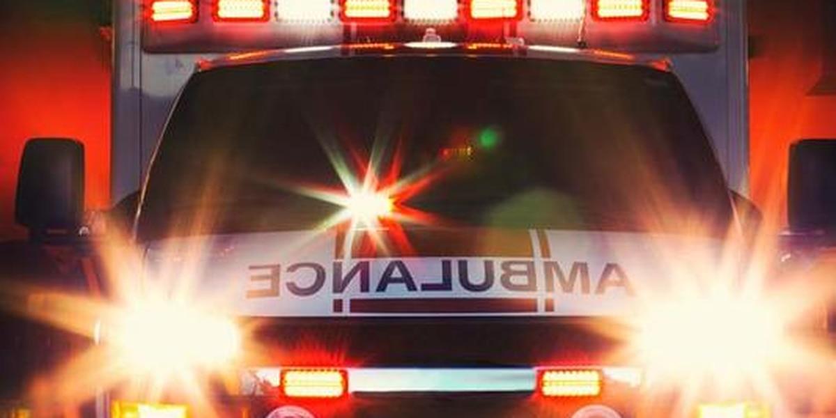 Hombre muere, mujer resulta herida después de accidente entre motocicleta y vehículo
