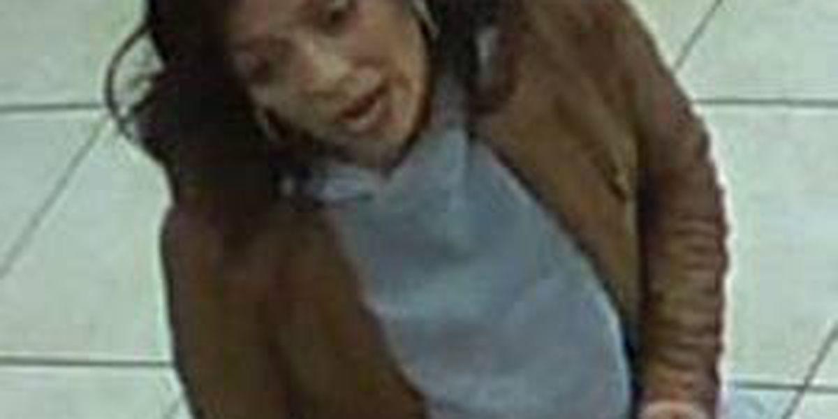 Se busca mujer sospechosa por abuso de tarjeta de débito en Amarillo