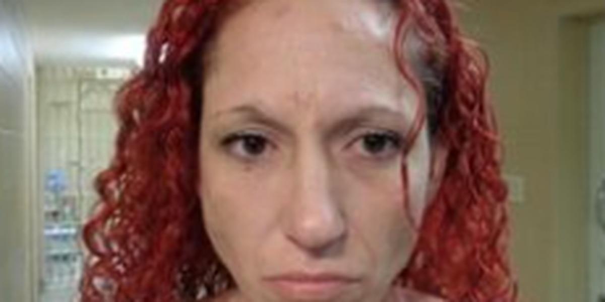 Mujer es buscada por funcionarios del condado Moore por robo