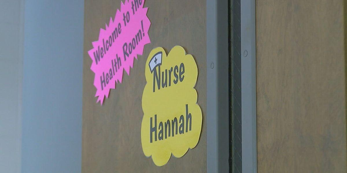 Las enfermeras escolares se preparan para convertirse en la primera línea de defensa de COVID-19 en el campus