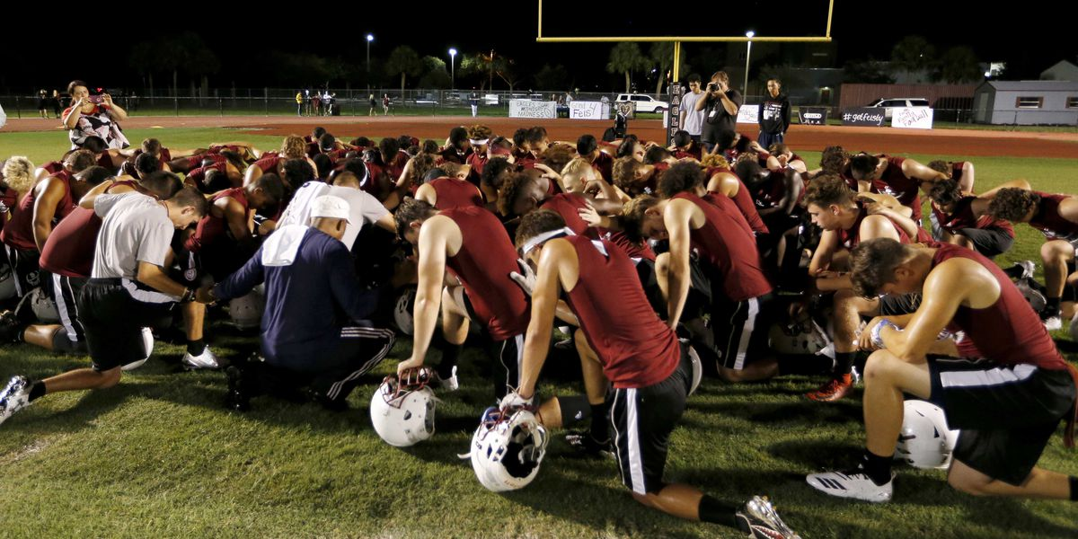 Stoneman Douglas wins homecoming game by 17, the same number killed in February mass shooting