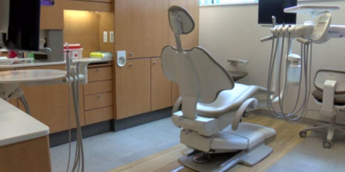 Clínica de cuidado dental gratis para niños de la zona