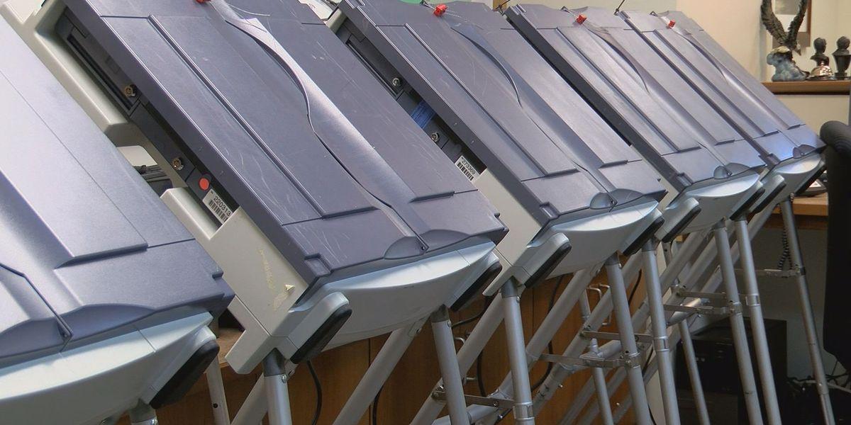 Oficiales de elecciones advierten de estafa para personas intentando inscribirse para votar