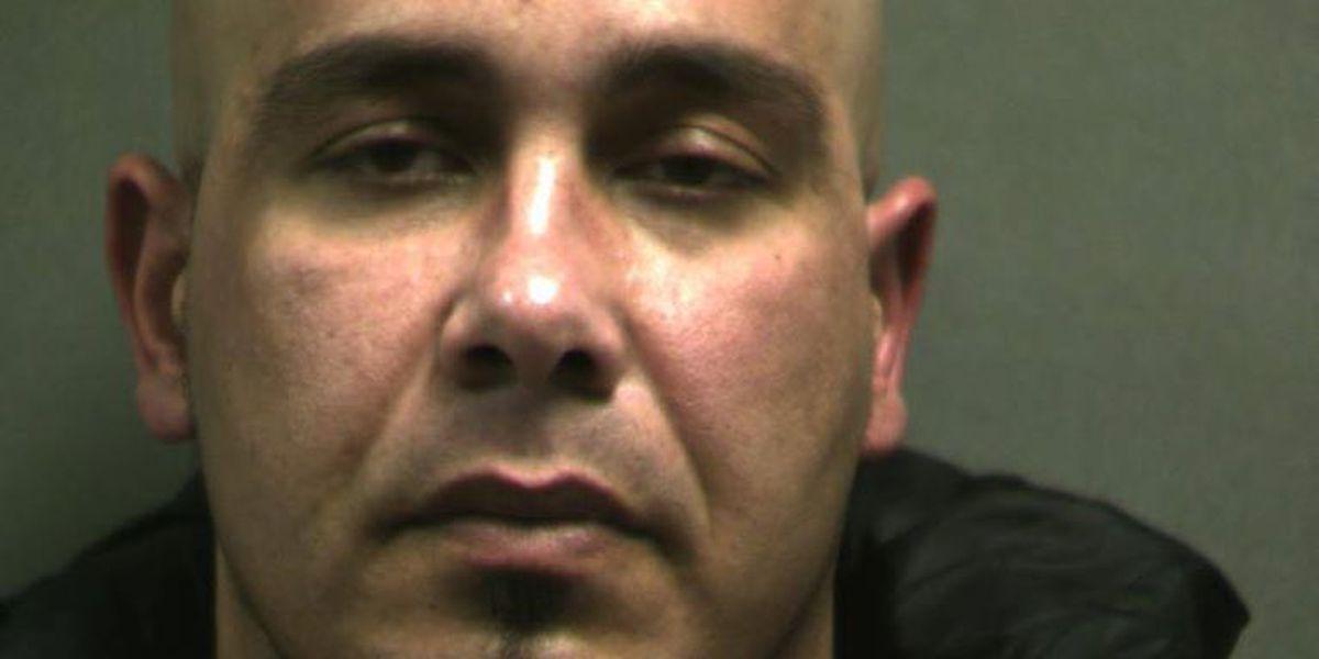 Se busca hombre por cargo de asalto agravado con un arma mortal