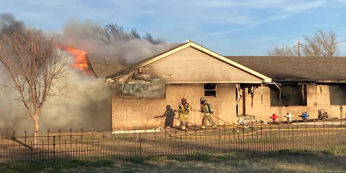 Incendio cerca de River Road deja casa destruida