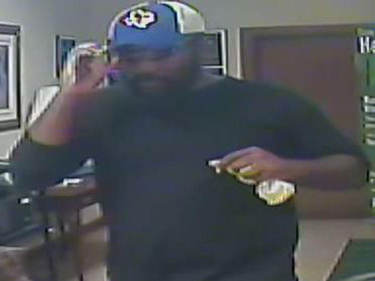 Crime Stoppers solicita la ayuda del público para identificar a sospechoso de intento de robo de banco
