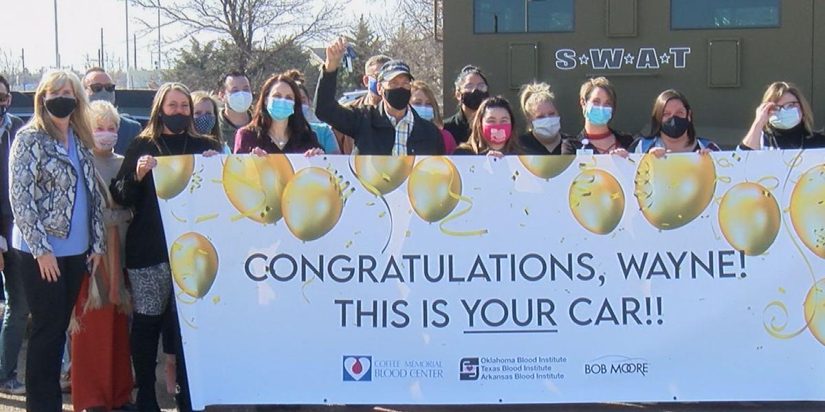 Donante de sangre de Amarillo gana auto nuevo del Centro de Sangre Coffee Memorial