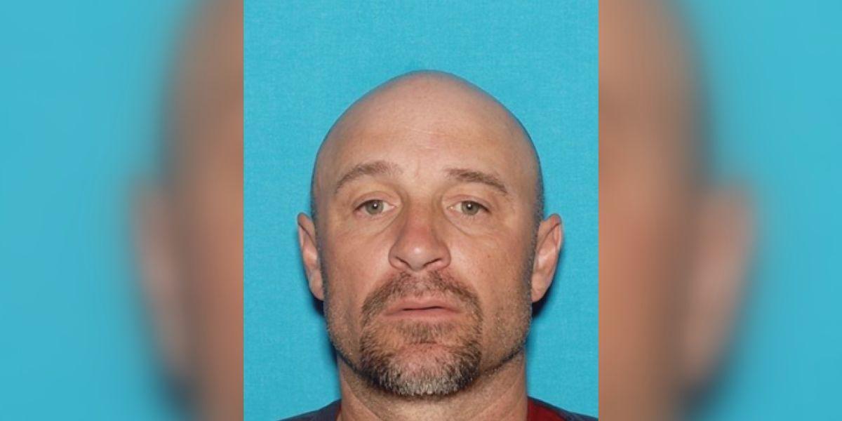 Hombre acusado de robar un valor de $60,000 que se cree que están en el área de Dalhart