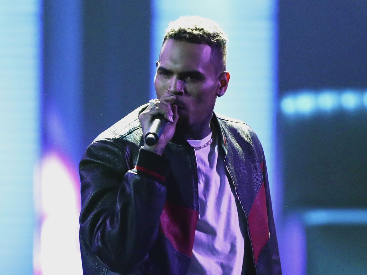 Singer Chris Brown released in Paris after rape complaint
